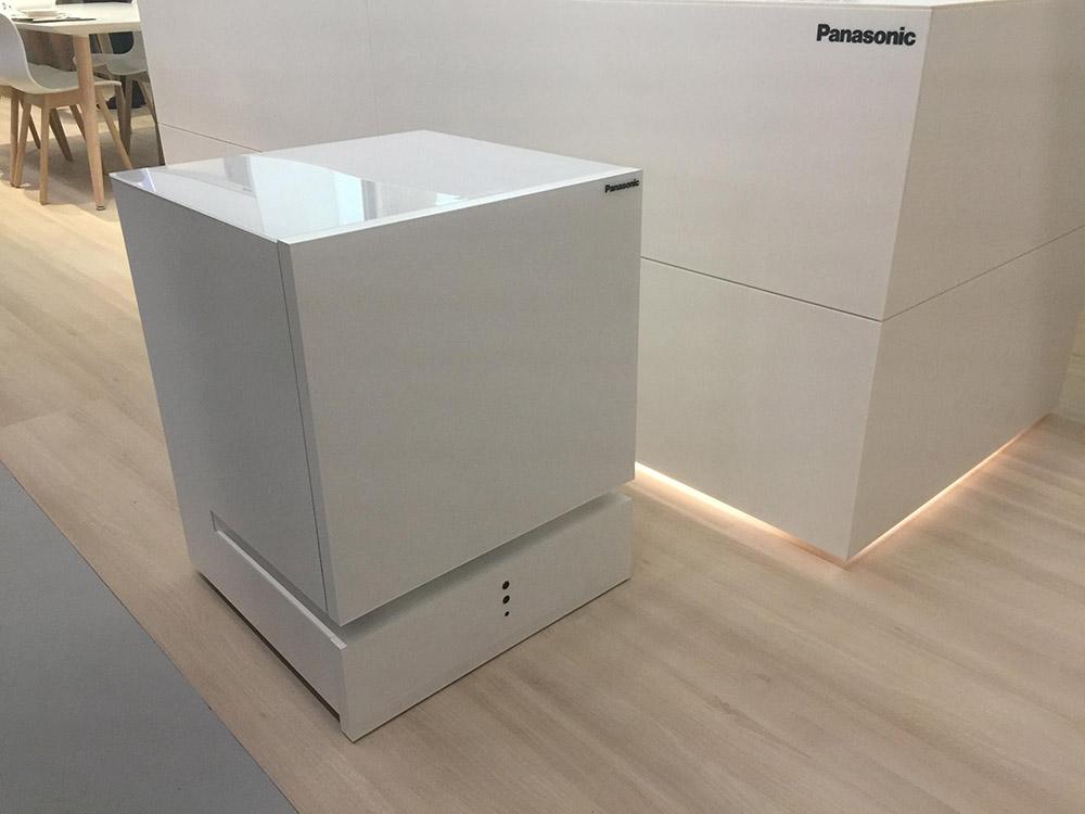 Panasonic zelfbewegende koelkast