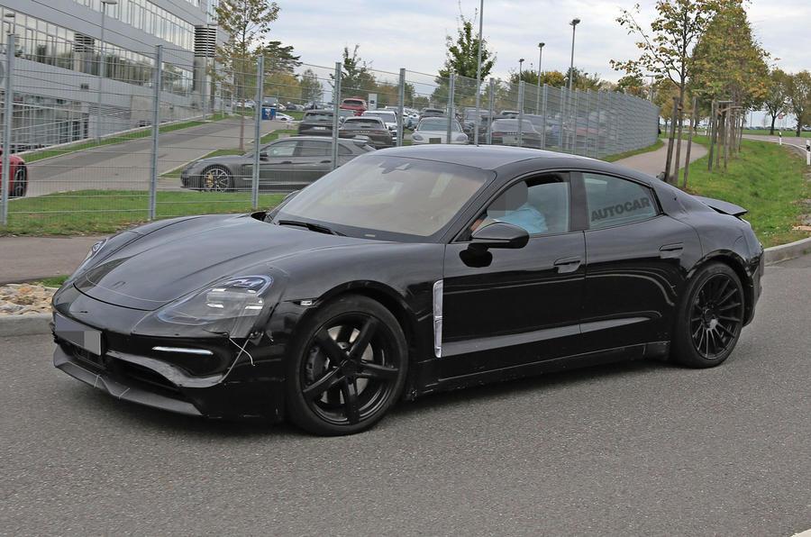Porsche Mission E in het wild