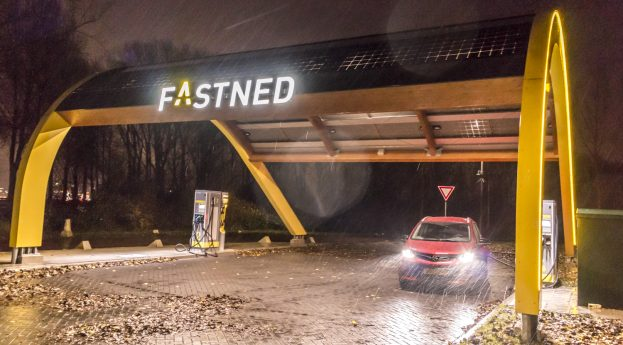Opel Ampera-e review laden