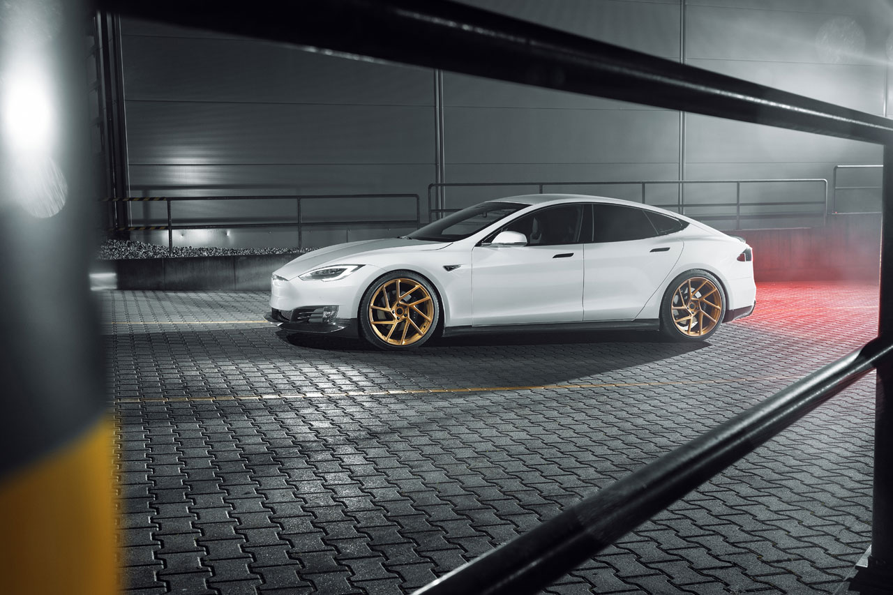 Tesla Model S met performance kit