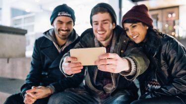 life selfies smartphones posten tijdens vakantie minder veilig