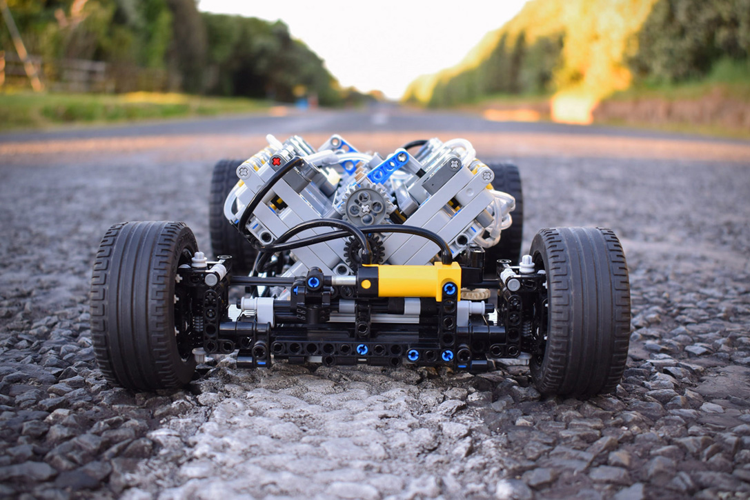 LEGO TECHNIC PNEUMATIC V8 HOT ROD