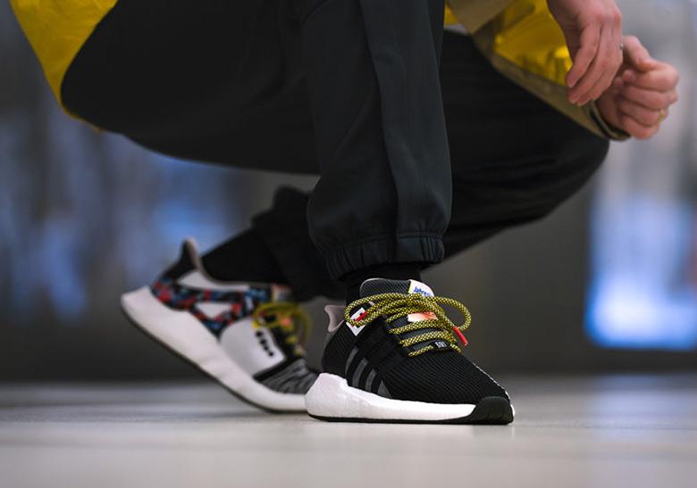 online retailer c0f10 89897 Er zit overigens geen échte ov-chipkaart in de schoen verwerkt. De schoen  is aan een patroon te herkennen. Buschauffeurs en conducteurs moeten deze  sneaker ...