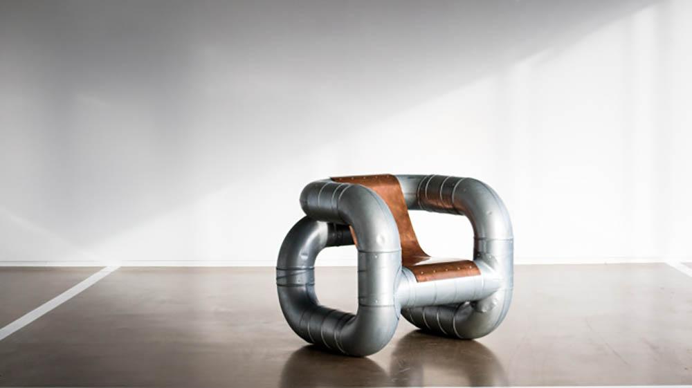 Lucas Munoz stoel gemaakt van ventilatiebuizen