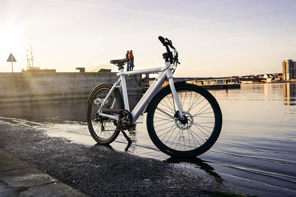 Licht Voor Fiets : Deense elektrische fiets is zo licht als een veertje en zo stil