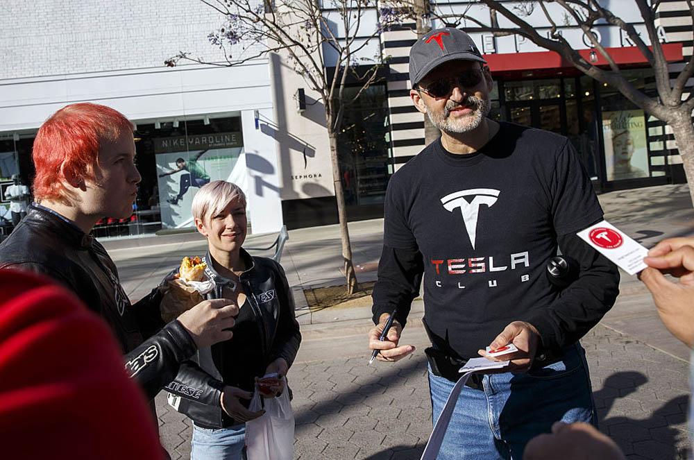 Tesla Model 3 fans