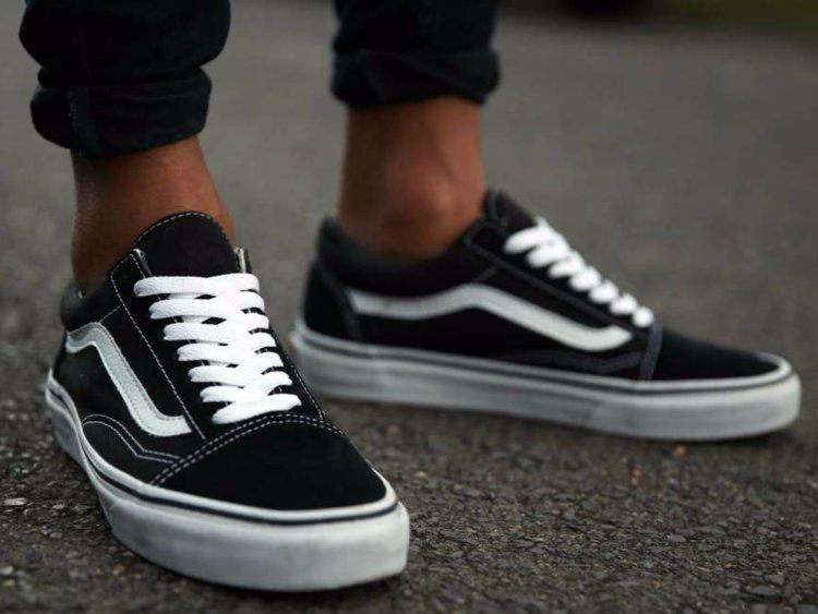 Sneaker job in dirty white adidas superstarts - 1 4