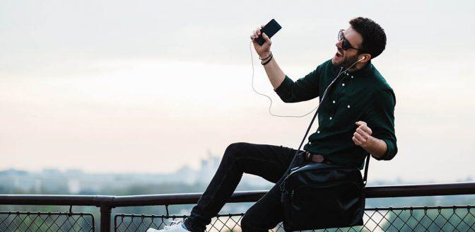 man zingen smartphone