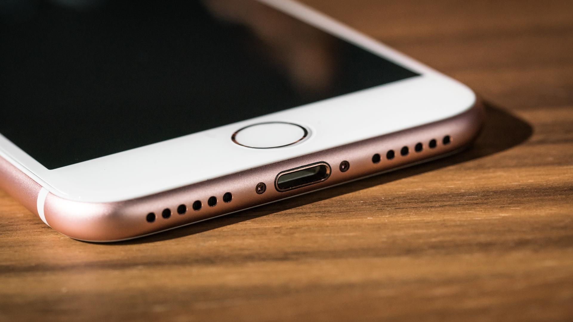 Apple iPhone USB-C