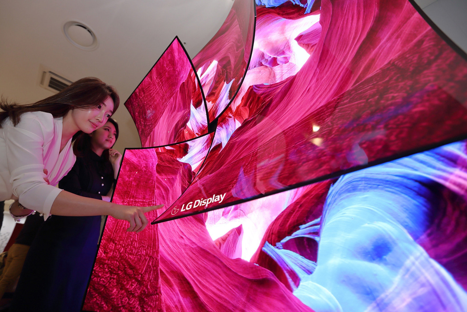 LG Display unveils an 88-inch 8K OLED