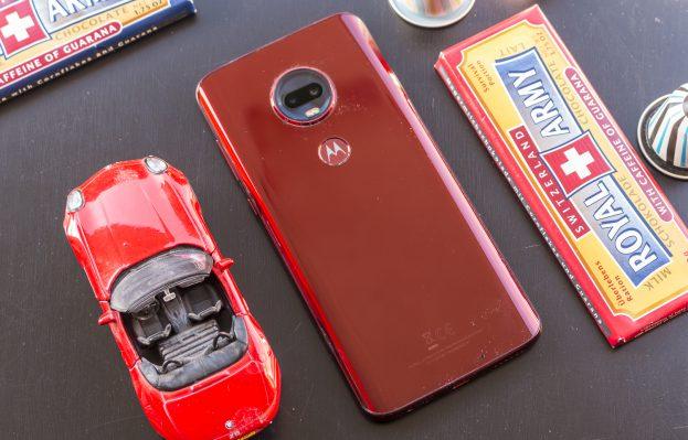 Motorola Moto G7 Plus review design