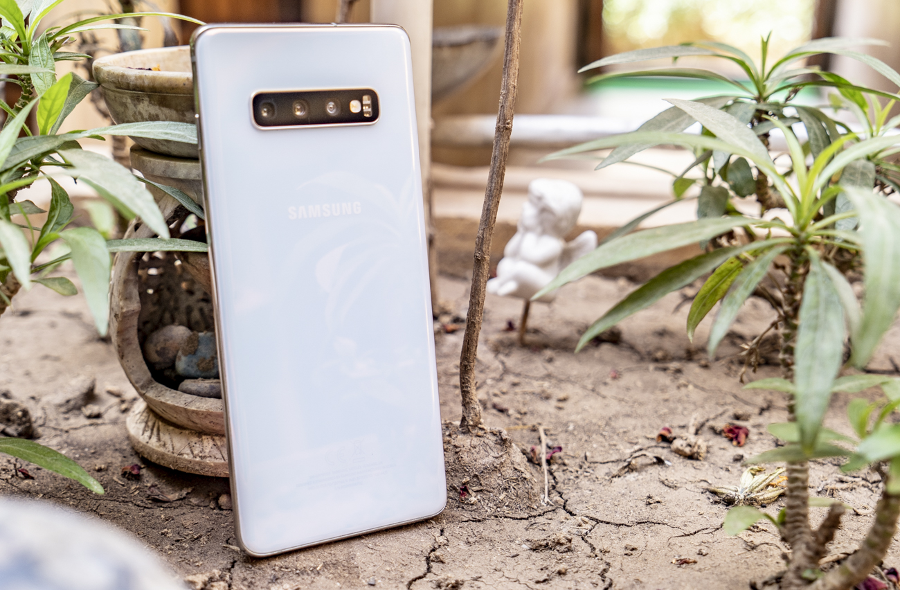 Samsung Galaxy S10 Plus review designSamsung Galaxy S10 Plus review design