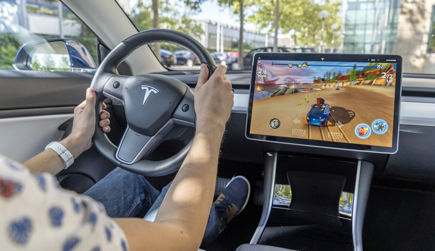 Tesla Model 3 review gaming