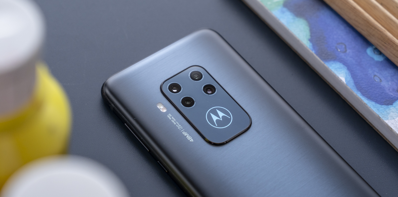 Motorola One Zoom review design achterkant